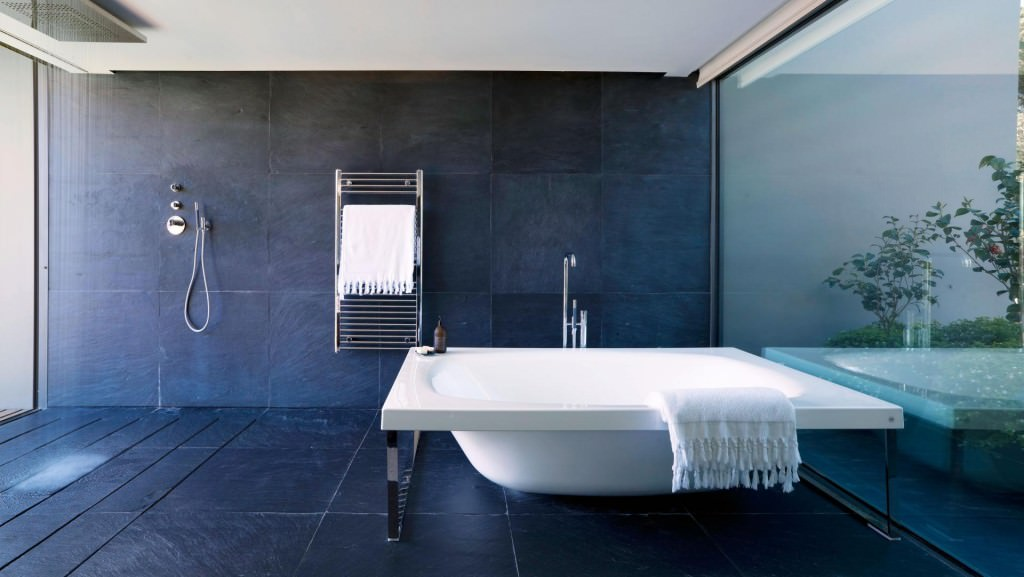 40 idee per un bagno blu e bianco design e abbinamento for Wet area bathroom ideas