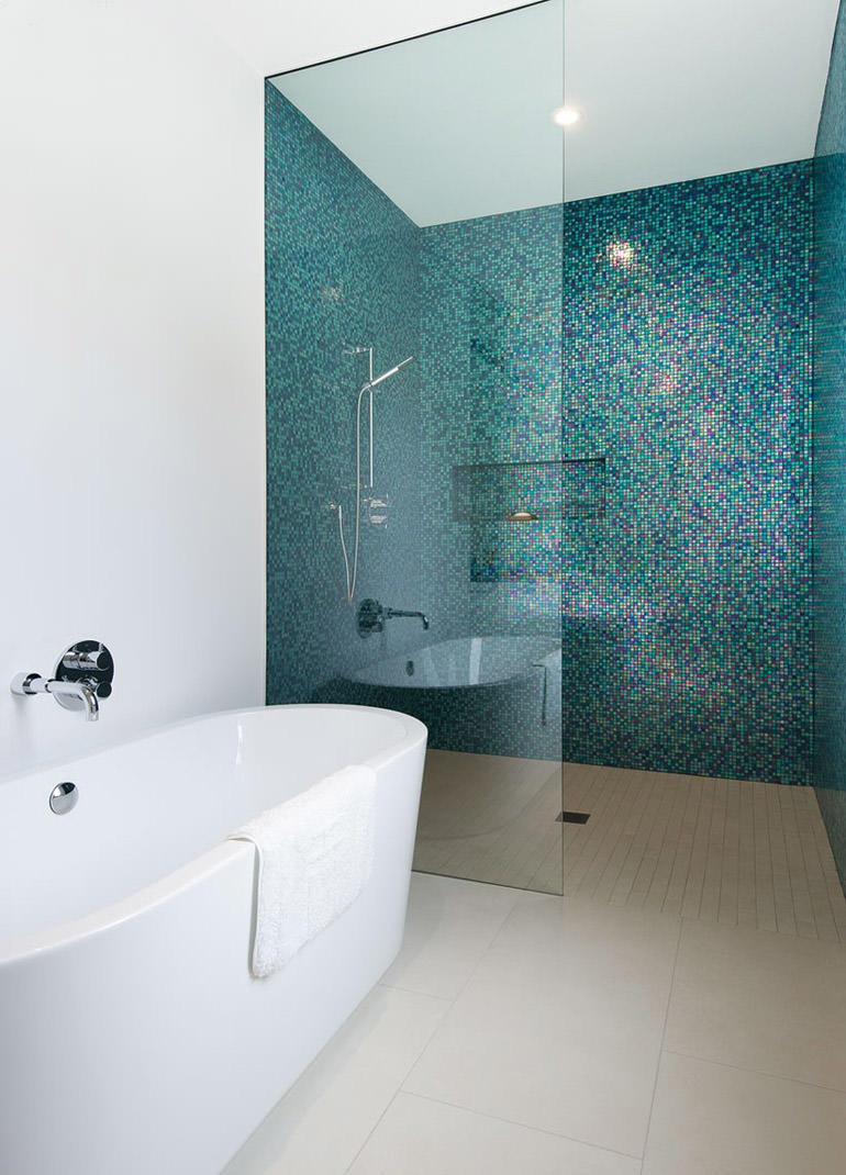 Bagno con pavimenti e rivestimenti in mosaico 100 idee for Small baths 1100