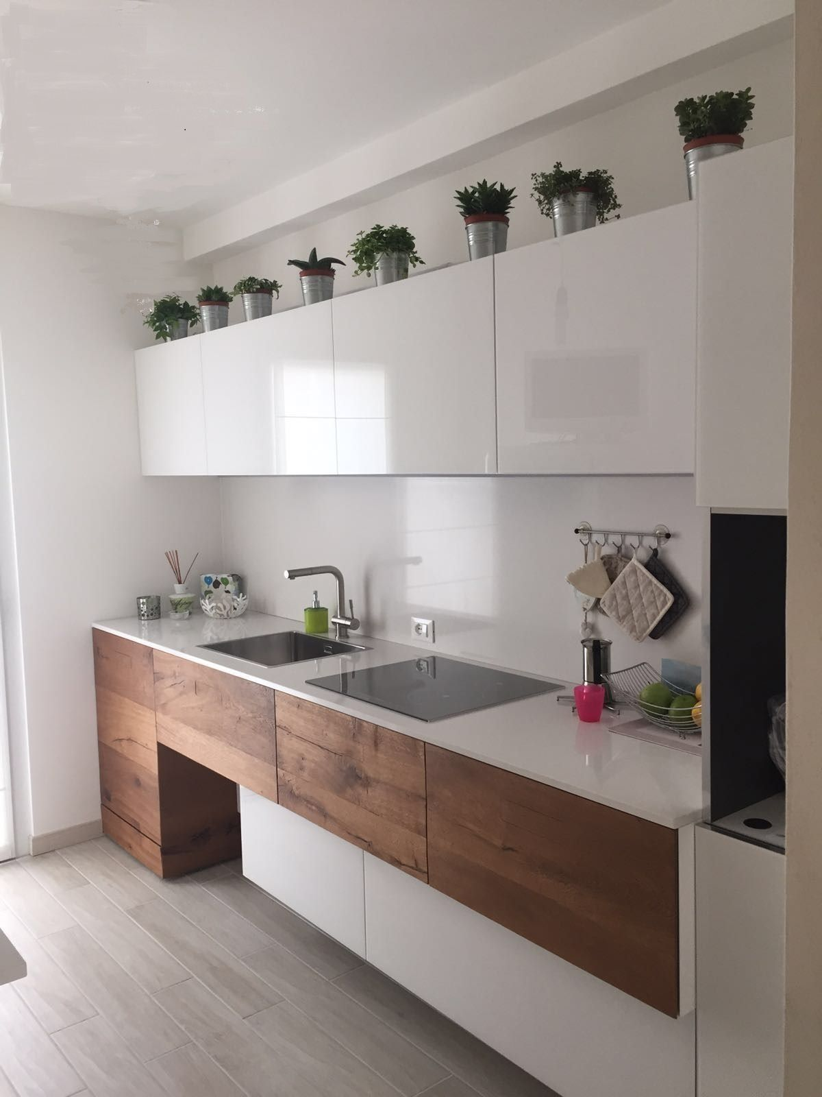 100 idee cucine moderne in legno bianche nere colorate for Cucine pinterest