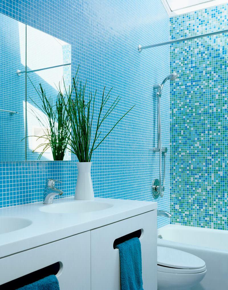 Idee bagni rivestimenti piastrelle blu