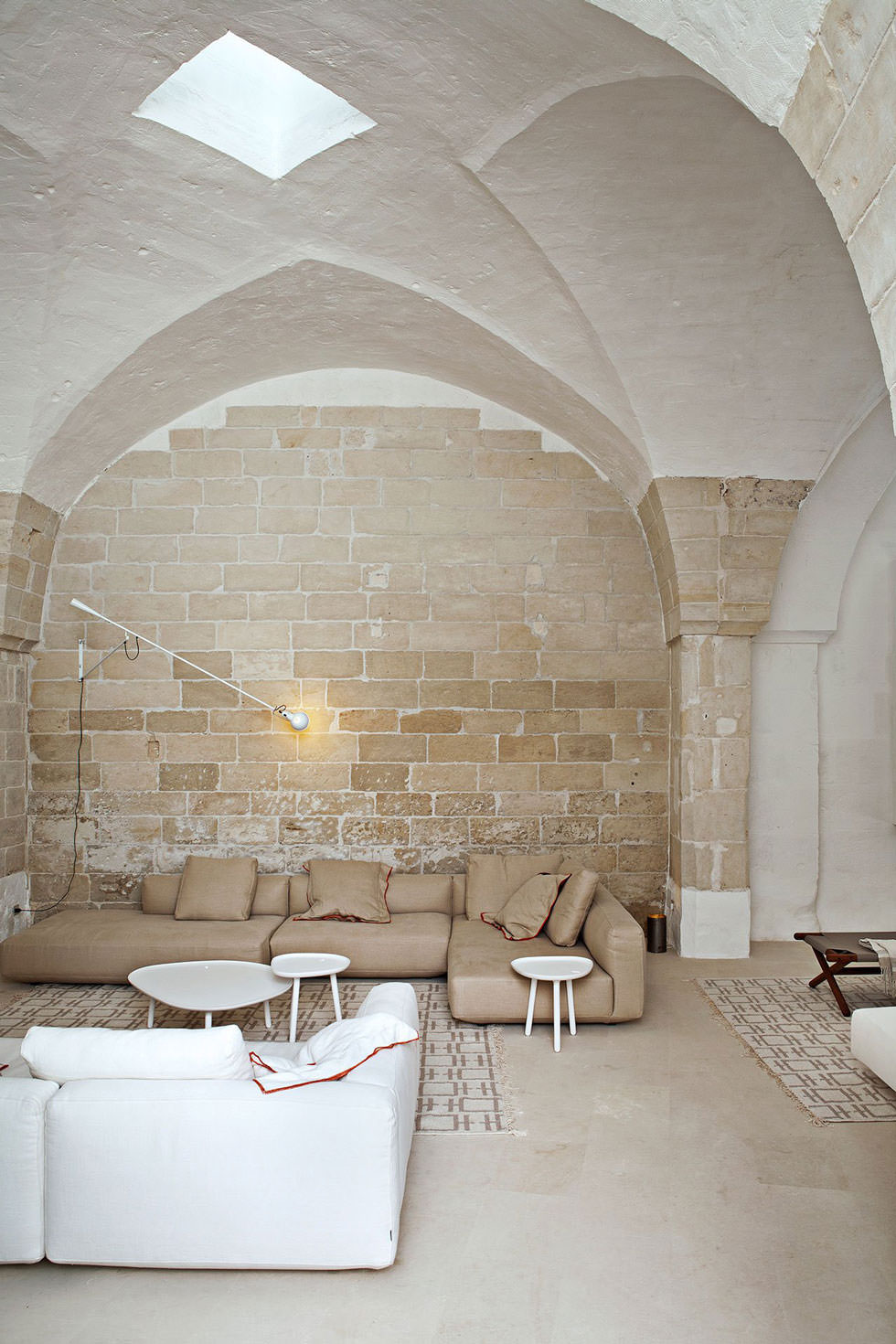 Ristrutturazione di un antico frantoio che diventa moderna for Appartamenti interni