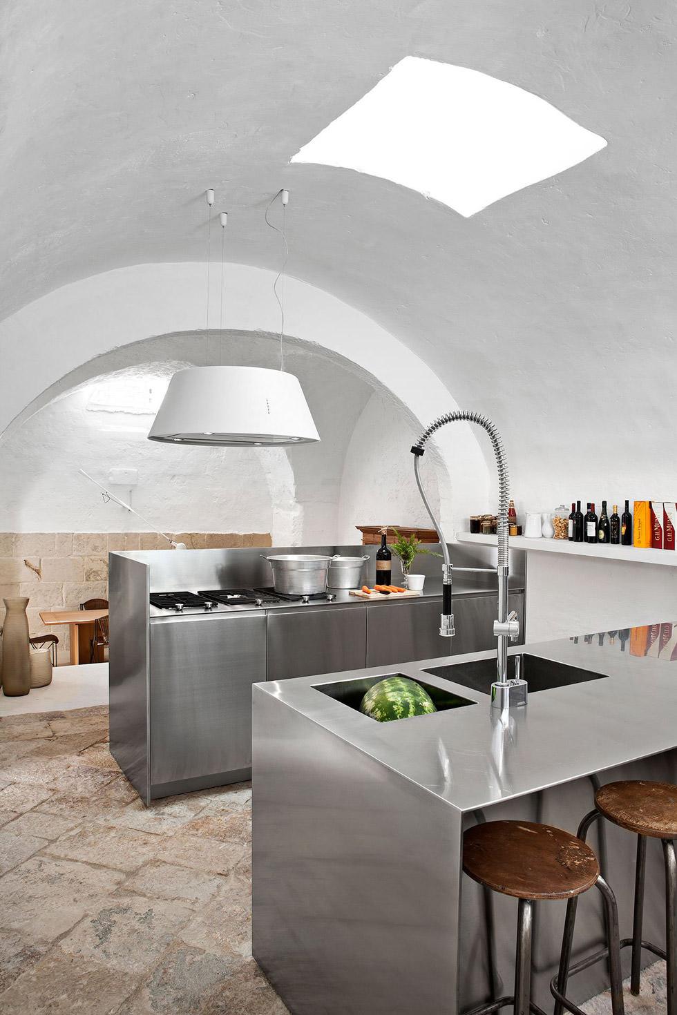 Archi In Casa Moderna ristrutturazione di un antico frantoio che diventa moderna