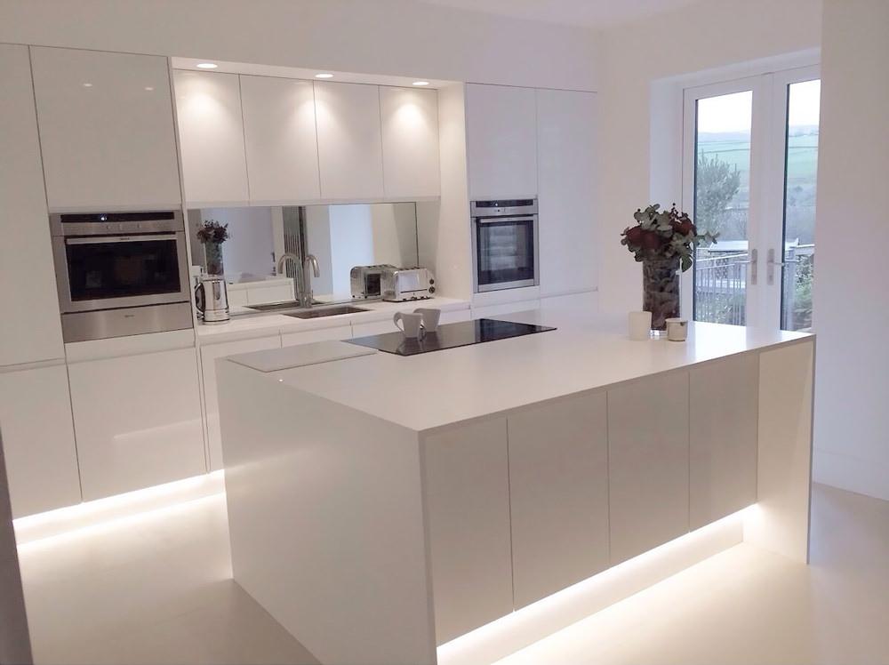 Cucine Moderne Con L Isola.100 Idee Cucine Con Isola Soluzioni Moderne E Funzionali