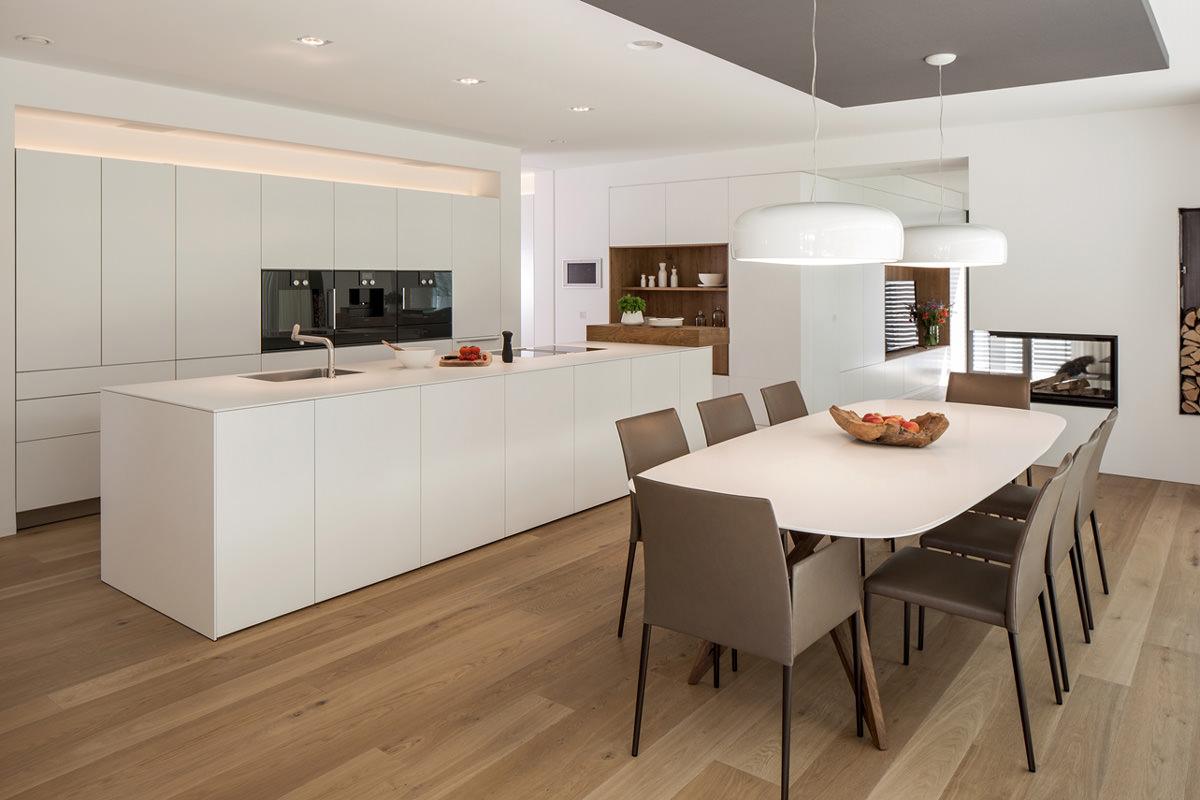 Cucina Bianca Moderna Con Tavolo Antico.Pavimenti Cucina Guida Alla Scelta Dei Migliori Materiali