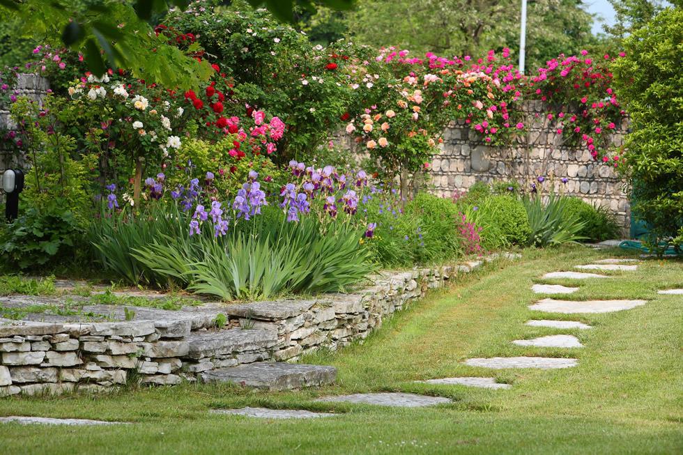Veri angoli di paradiso i giardini rustici sono progettati per un aspetto  naturale e caloroso ,